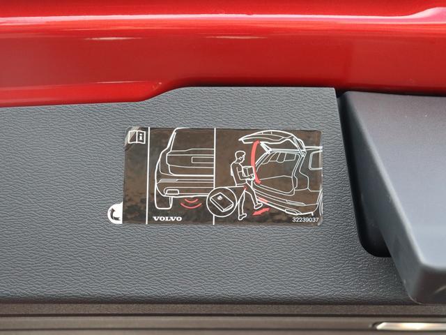 電動リアゲートは、足で開閉出来るハンズフリー・オープニング/クロージング機構付きです。