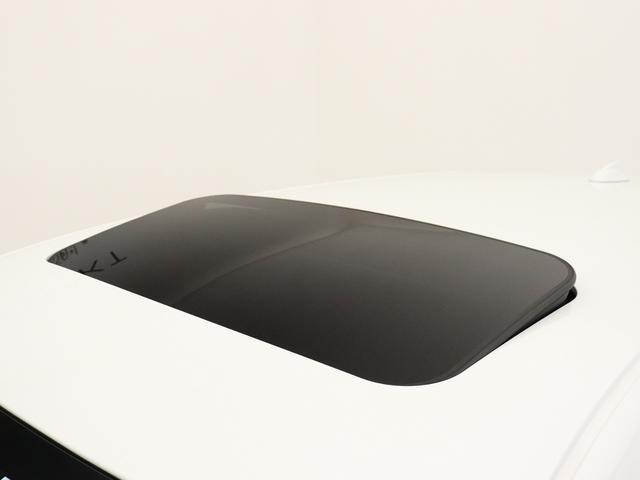 D4 クラシック 2018年モデル チルトアップ機構付電動ガラス・サンルーフ 本革 ソフトベージュレザーシート 純正ドライブレコーダー フロントパワーシート&シートヒーター アーバンウッドパネル リアカメラ キーレス(13枚目)