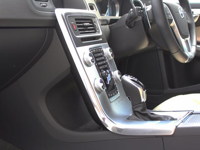 ボルボ ボルボ V60 D4 ダイナミックエディション グロッシーブラック仕上げ