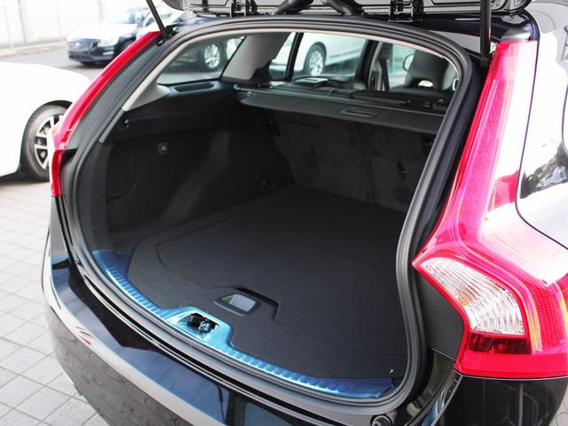 ボルボ ボルボ V60 T5 SE 登録済未使用車 HDDナビ レザー