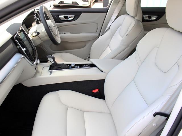 【フロントシート】整形外科医の設計・監修を受けて作られるボルボのシートは長距離ドライブでも疲労を感じさせることがありません。