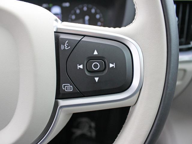 【音声コマンド搭載】音声認識システムでは、メディアプレーヤー、Bluetooth接続の携帯電話、エアコンディショナーシステムおよびボルボナビゲーションシステムの一部の機能を操作することができます。