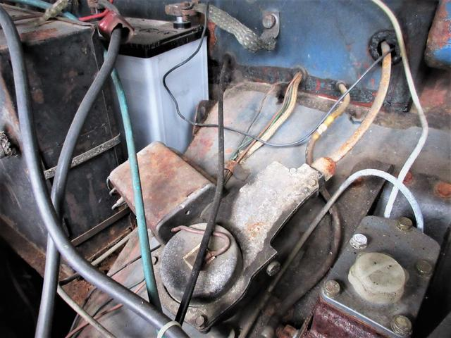 バッテリー付近の腐食やサビがあります。