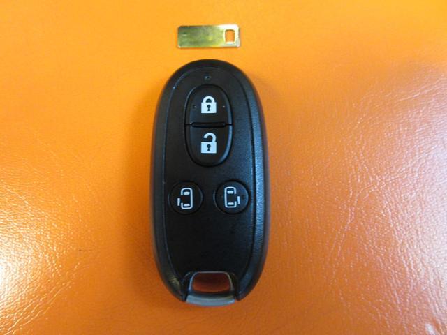 開け閉め楽々スマートキー付車!ドアロックはもちろんエンジンスタートも鍵を出さずに楽々操作のキーフリー♪