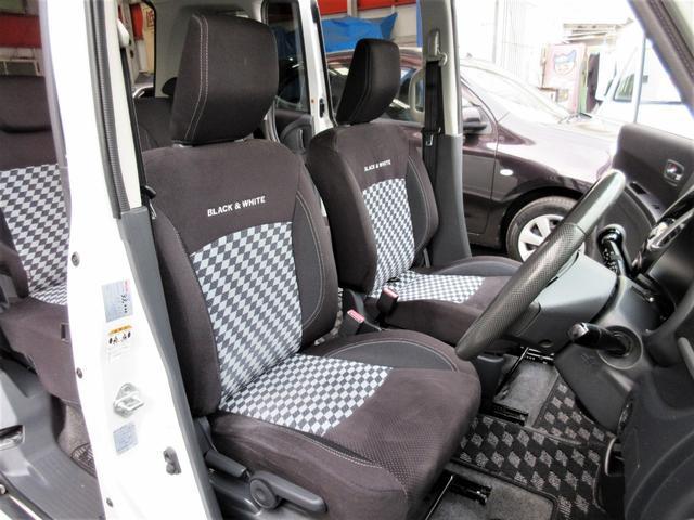 すわり心地の良いブラック&ホワイトII専用シート♪もちろん運転席・助手席共にヘタリ・シミ・ほつれ・破れ等もなくキレイな状態です◎