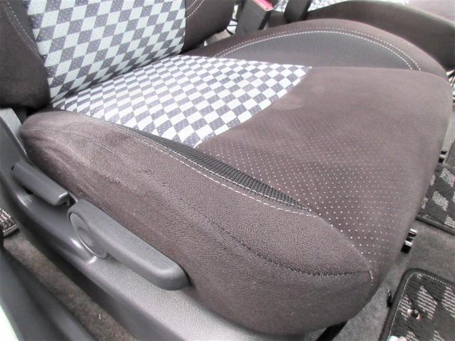 一番ダメージが出やすい運転席座面もヘタリ・シミ・ほつれ・破れ等もなくキレイな状態です◎