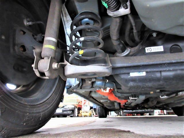 タイヤは2017年製ダンロップエナセーブ。タイヤの溝はフロント9分山、リヤ9分山はあるので安心です。
