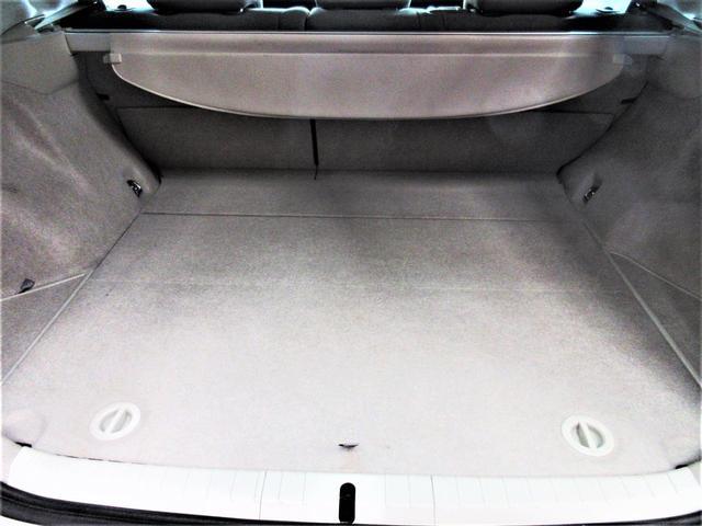 広いラゲッジルーム内。トノカバーもグレードS車なので標準装備♪荷物の保護にもなります。