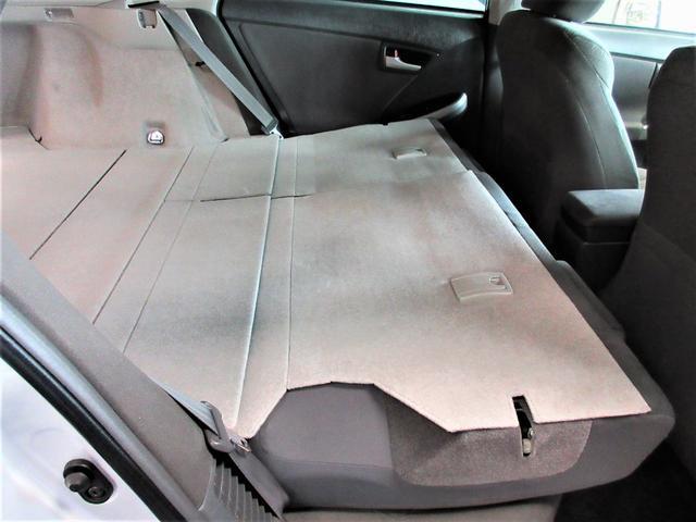 ラゲージルーム内はリヤシートがフラットになるので荷物も沢山詰めます。