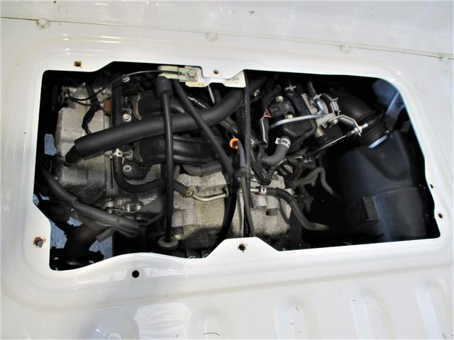 エンジンスペックは水冷直列3気筒DOHC12バル!パートタイム4WD☆5速マニュアルミッション!気になる燃費も17.4KM/L(カタログ値)と、お財布にも優しいです♪