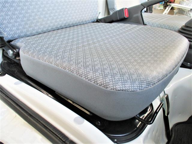 一番ダメージが出やすい運転席の座面もヘタリ・シミ・ほつれ・破れ等もなくキレイな状態です◎前ユーザー様の丁寧な扱いが伺えます!