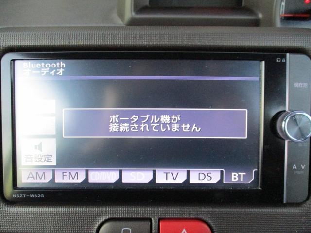 対応するスマートフォンをBluetoothで接続することによりスマートフォンに録音されている音楽再生やインターネットラジオなどのアプリケーションをナビゲーション画面で表示・操作することができます☆