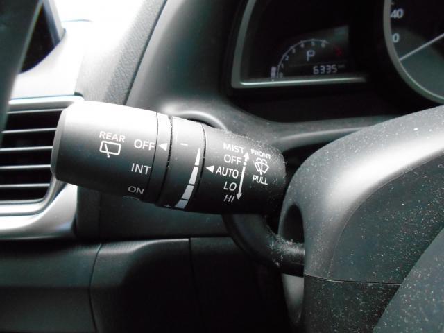 ワイパー作動のコントロ-ルを状況に即して自動的に行い、ドライバーが運転に集中できるようサポートします。