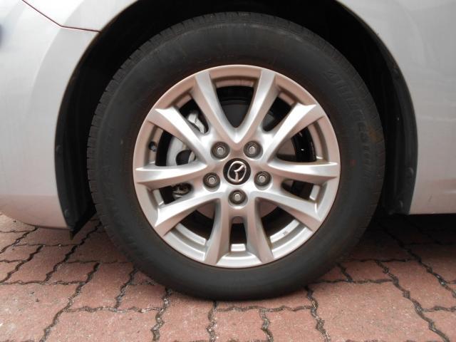 車体のデザインにマッチした純正16インチアルミ。