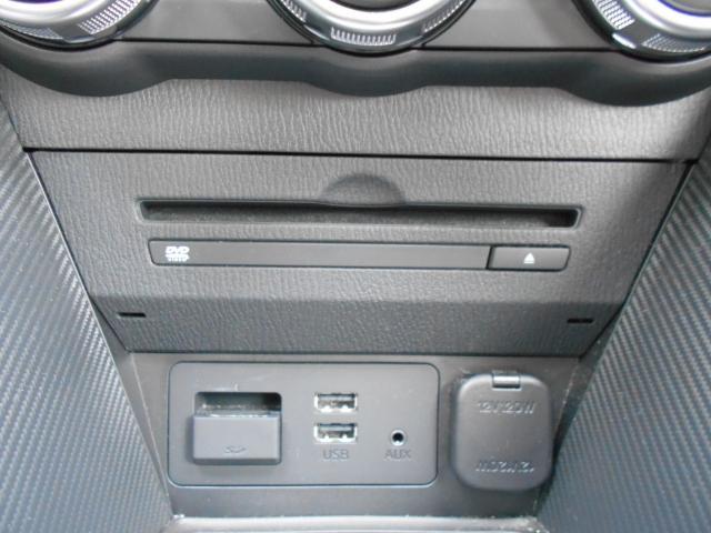 メーカーオプションの地デジ+CD&DVDプレーヤー付き。