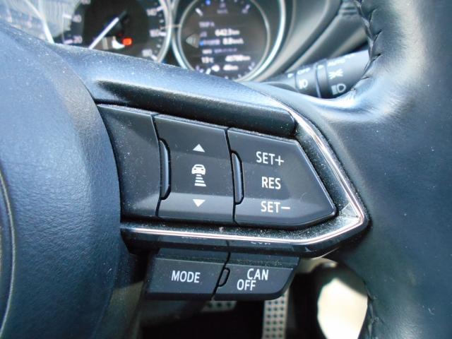 MRCC(マツダレーダークルーズコントロール)は先行車との車間を維持しながら追従走行を可能にしています。長距離でのドライバー負担を軽減させてくれます。