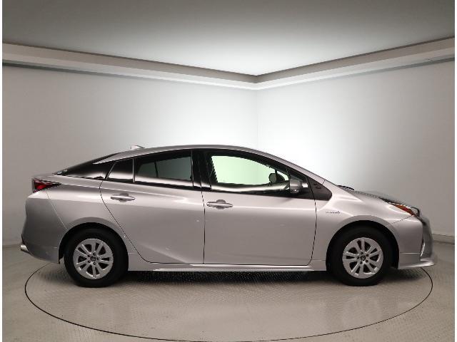 ディーラーは高いイメージをお持ちの方、御見積無料です、お気軽にお尋ねしてください。知っていましたか?ディーラーU-CARは整備渡しの整備代は車両本体価格に含みです。また諸費用も明確なもので、安心です。