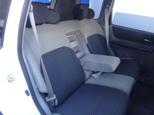 リヤシートもリクライニング可能でとても広々乗車できます!