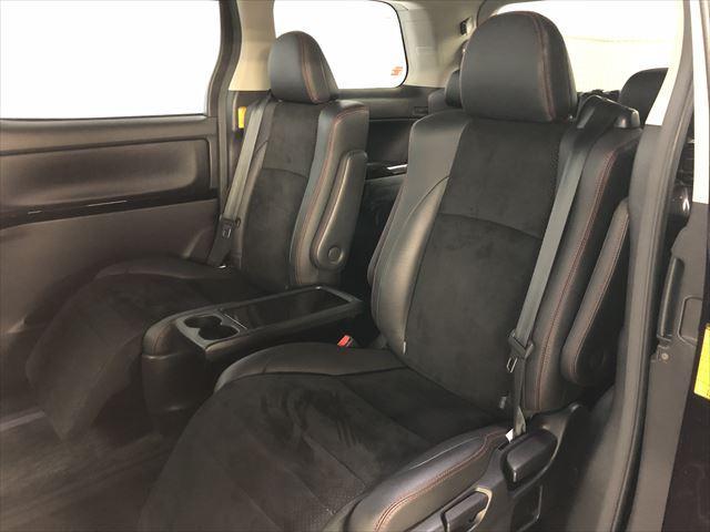 2ndシートは2人掛けオットマンシートタイプ!!長時間ドライブもゆっくりお寛ぎ頂けます♪