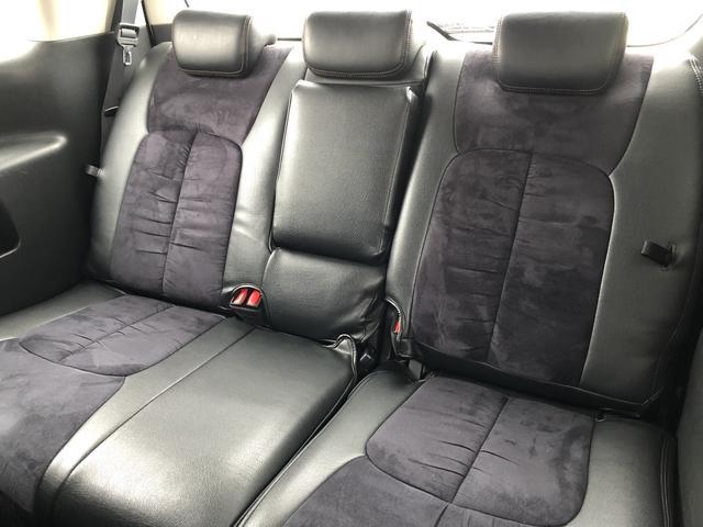 高級感あるハーフレザーシートで後部座席も余裕の広さで長距離ドライブも快適です♪