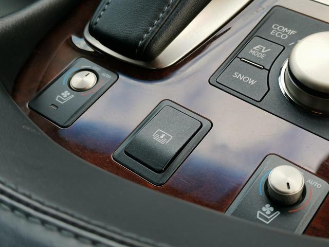 高級車といえばレザーシート!肌触りや質感、満足感は他に代えがたいですね♪