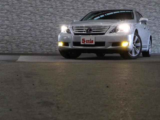 夜間走行で威力を発揮するLEDライト!HIDライトと比べ、寿命や消費電力が少ないです♪