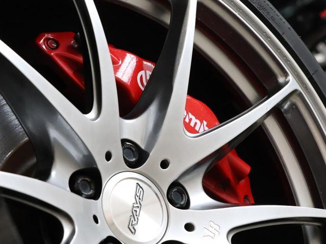 ブレンボキャリパーが出しすぎたスピードをしっかり制御!優れたブレーキフィーリングで、ドライビングもより一層楽しめますね♪
