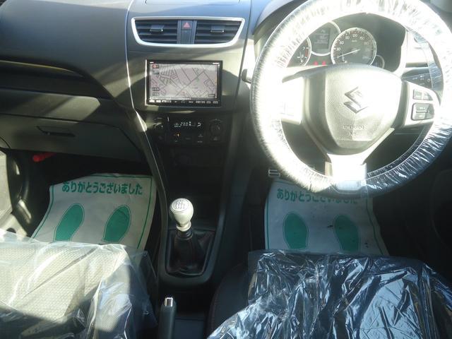 スッキリした内装は好印象です。助手席の方にも安全を配慮してエアバッグも装備されています。