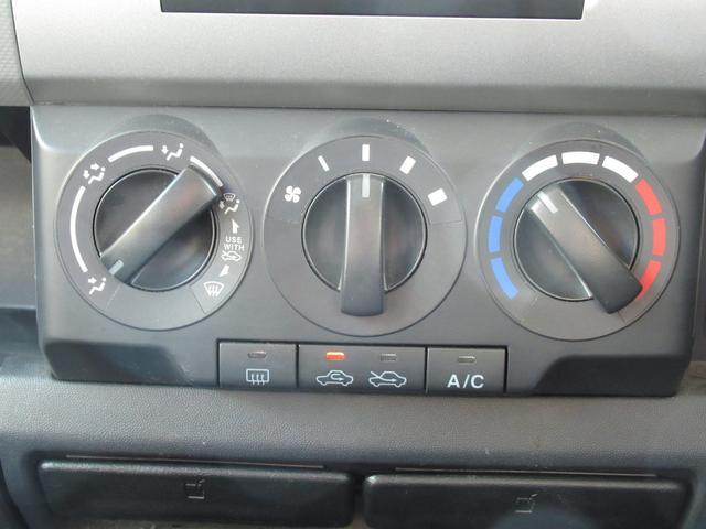 エアコンはマニュアルエアコンになります!わかりやすい表示で扱いやすくていいですね!
