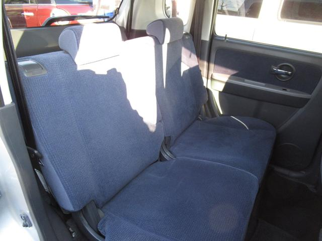 後ろの方もゆったりと座れます!シートアレンジもできますので、ご使用に合わせてご利用できます!!