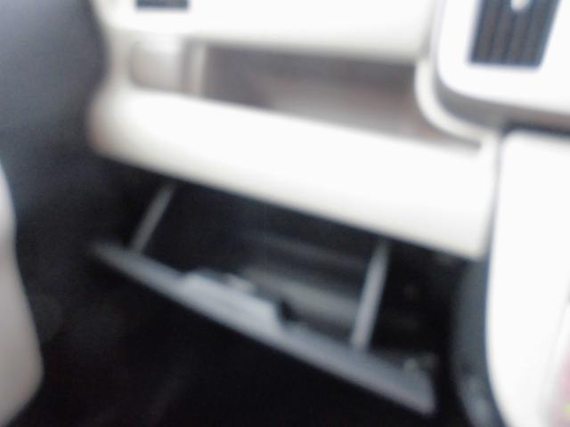 助手席前にも収納場所をしっかり確保(^o^)/