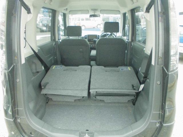 リヤシートを両席たためば、かなりの荷物が積めますよ(^o^)/