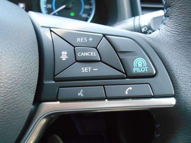 高速道路でアクセル、ブレ-キ、ステアリング操作をクルマがサポ-ト。高速走行におけるドライバ-の負担を軽減します。