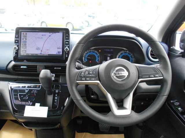広い視界でよく見える⇒運転席からの視界が左右に広く隅々まではっきりと見渡せます。クルマの前端も把握しやすく安心して運転できます。