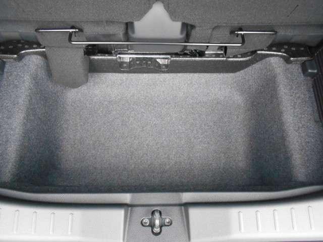 ラゲッジアンタ-ボックス容量は高さのあるものも余裕で積み込めます。