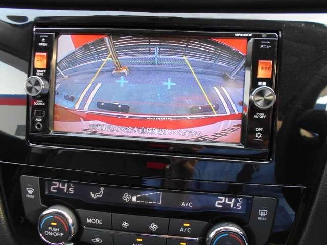 確認しにくい後方の視界もカメラで像にしてモニターに表示します。スムースな駐車をアシストします。