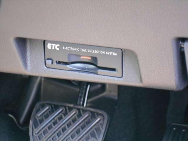 ETCならこんな利点が!!1. キャッシュレスシステムで、現金などを用意する必要無し!2. 料金所をノンストップで通過!