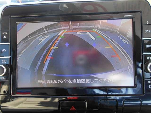 バックカメラで後方をしっかり確認できるので、安心して駐車できます。