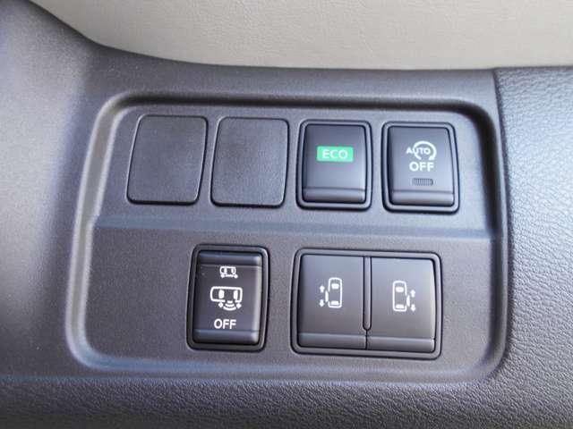 左右どちらからでも乗り降りO,K更に車内からは運転席の開閉スイッチで車外からはドアハンドル操作やインテリキーについている開閉ボタンでも開閉◎挟み込み防止機能で更に安心です(^^)/ ハンズフリードアも