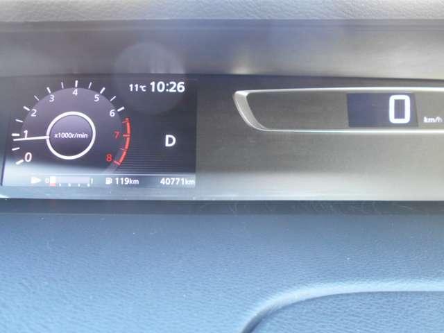 走行距離、燃料残量、航続可能距離等各種データがドライブをサポートします。