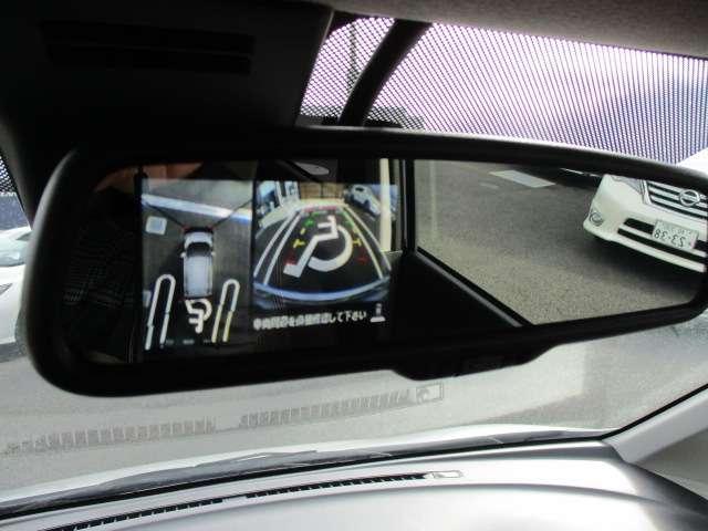 アラウンドビューモニターは車庫入れの強い味方となってくれます。上から車を見下ろすように見ることで、駐車場枠内にビシッと真っ直ぐ停めれます!一度使ったらわかって頂けます。