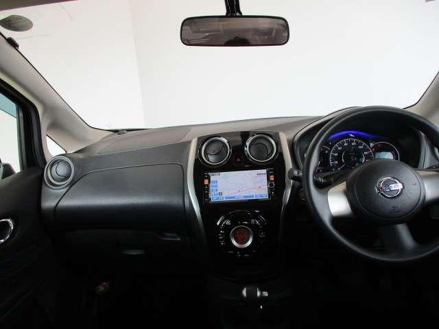 運転席も視界がよく小回りの効く車となっておりますので安心して運転が出来ます。