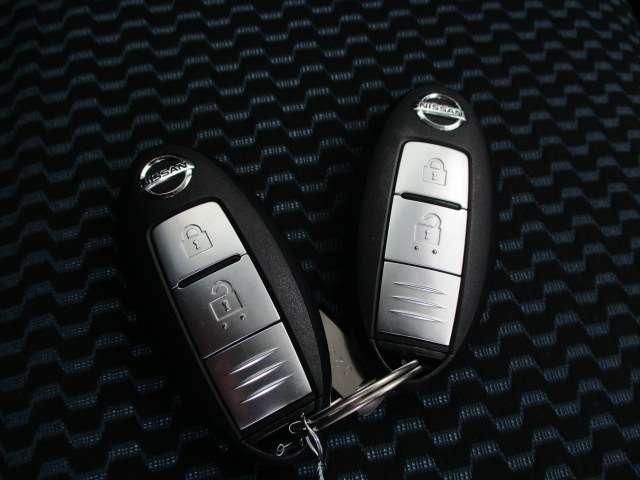 インテリジェントキーです。カバン、ポケットに入れておいていただければ、取り出すことなくドアの開閉、起動できますので、とても便利です。