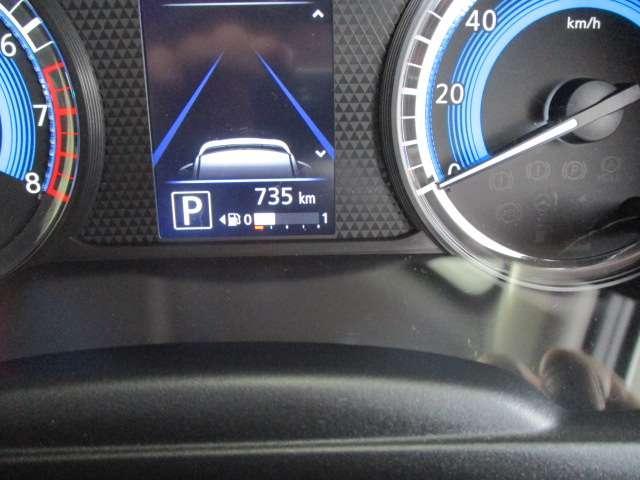ドライバーが必要とするさまざまな情報を大画面で表示。目線移動を極力抑え、安全運転をサポートします。