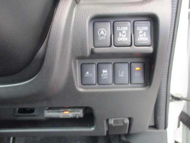 対向車や周囲の明かりを検知して自動でロービームに切り替えます。暗くなればハイビームに自動切換でレバー操作いらず