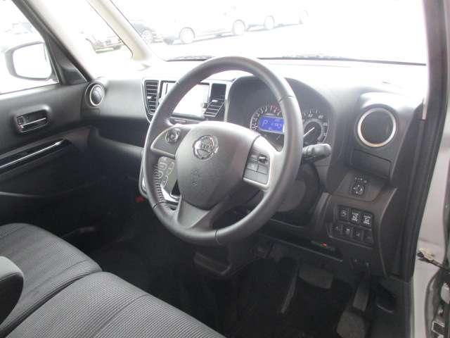 運転席周りも視界もよくハンドルも軽い取り回しなのですごく運転がしやすい車です。