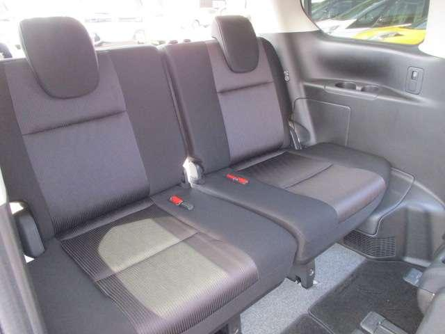 セレナは1列目から3列目まで、全ての席がゆったり座れるスペシャルシート。