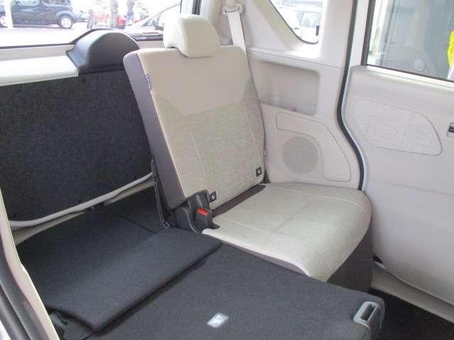 積載に便利なシートアレンジ。後席シートは、分割して倒すことが可能です。