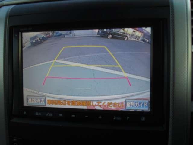 ナビのモニターに映るバックモニターで後方の距離も確認できて慣れない場所でもラクラク駐車できちゃいます◎