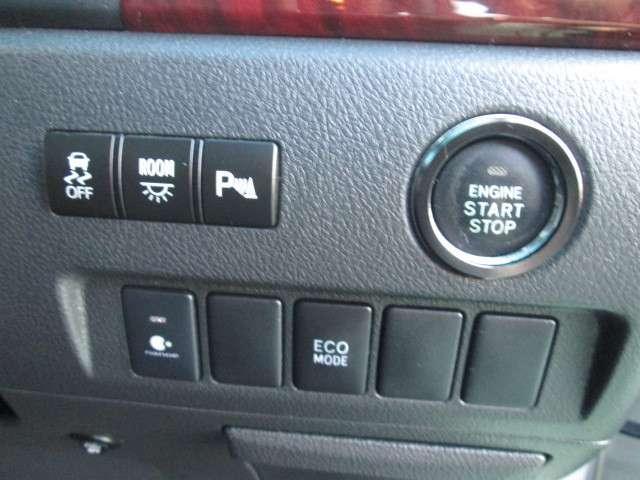 横滑り防止システムやコーナーセンサーなどの先進装備も充実!クルマがお客様の運転をサポートします★